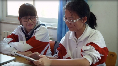 Students at Renda Fuzhong Xishan school use an iPad in the classroom.